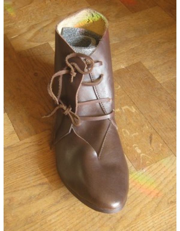 Medieval shoes 12b-0