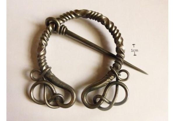 Viking / middeleeuwse fibula-0