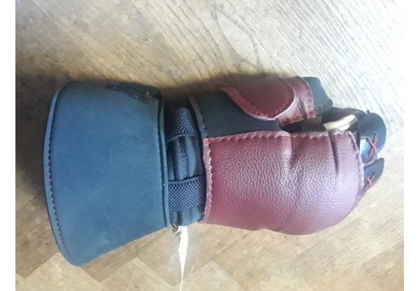 Inigo Montoya Gloves-1431